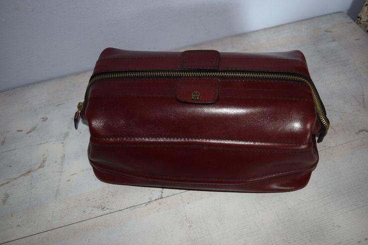Vintage Handtaschen - Etienne Aigner Leder Kosmetiktasche Vintage - ein Designerstück von VitaMonella bei DaWanda