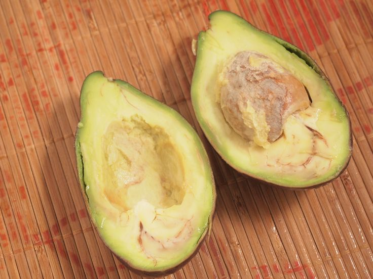 how to ripen an avocade Place the unripe avocado into a brown paper bag. The bag is... http://www.wikihow.com/Ripen-an-Avocado