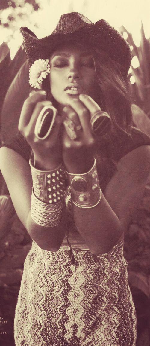 ☮ American Hippie Bohemian Boho Style ~•~•~ follow me on Pinterest: Gimena Garcia Pintos ~•~•~