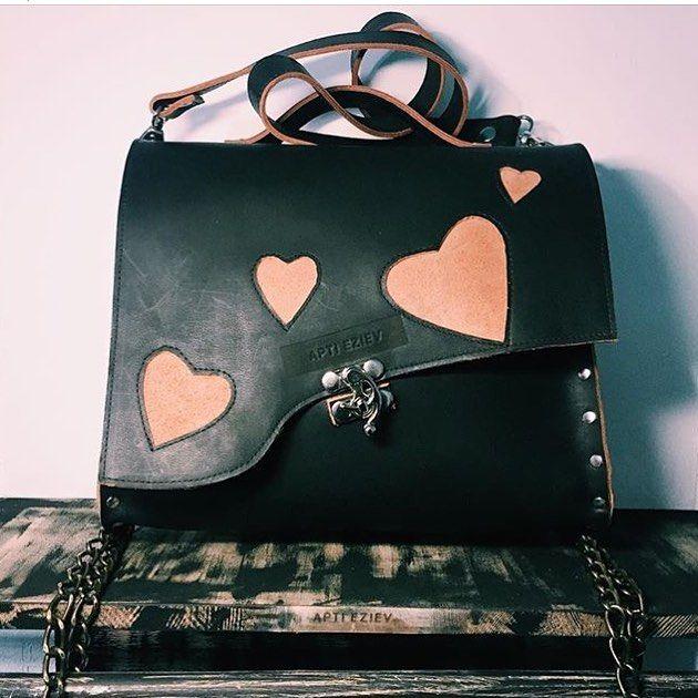 Смотрите, какие крутые сумки у @aptieziev!  Ищите на #sale_with_love уже в эти выходные! #модныймаркет #беларусь #модныймаркет #большоймодныймаркет #сумка #ручнаяработа #белорусскиедизайнеры