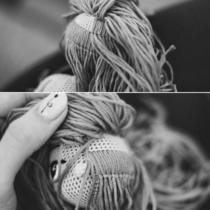 """68 Beğenme, 4 Yorum - Instagram'da Deberdeeva Ilmira (@amigurumi_penza): """"Покажу-ка я вам сцену из закулисья Как крепить волосы- вопрос спорный. У каждого мастера свой…"""""""