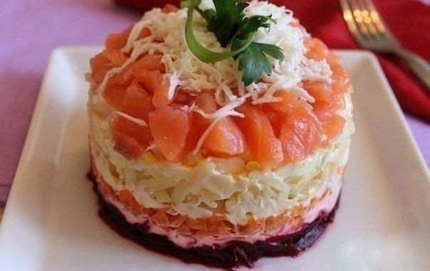 How to prepare a salad with salmon