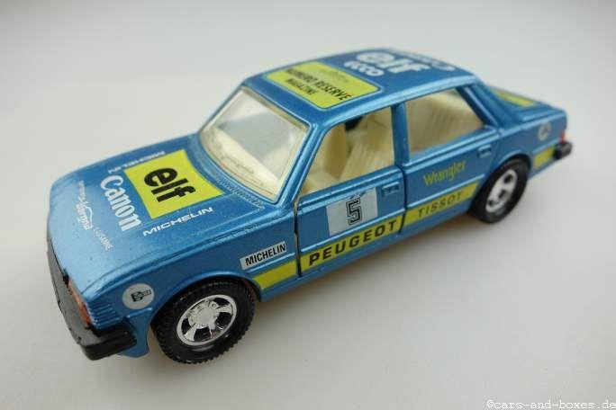 Als Nachfolger des PEUGEOT 304 kam 1978 der PEUGEOT 305 auf den Markt. Das Modell – ein Kompaktwagen – wurde als Stufenhecklimousine sowie unter der Bezeichnung PEUGEOT 305 Break auch als Kombi gebaut, zudem wurde ein zweitüriger Lieferwagen namens Break Service angeboten. Angetrieben wurde der PEUGEOT 305 anfangs wahlweise von einem 1,3- bzw. 1,5-Liter-