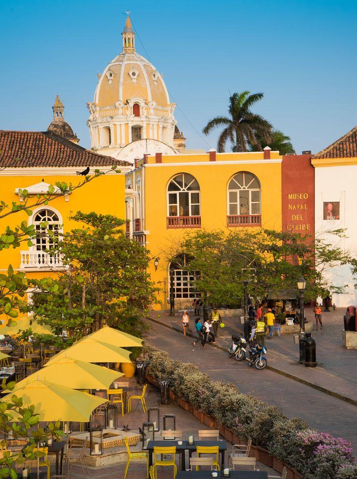 Plaza con el museo Naval del Caribe.