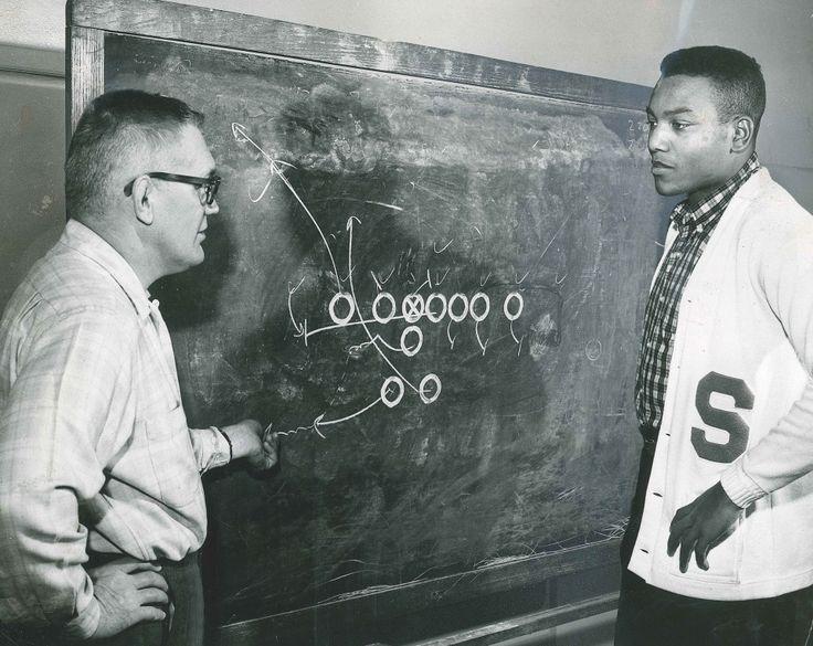 NFL Legend and Civil Rights Activist Jim Brown Says He'd Never Kneel During National Anthem