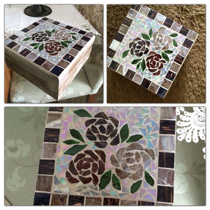 Caixa de chá em MDF com mosaico em pastilha