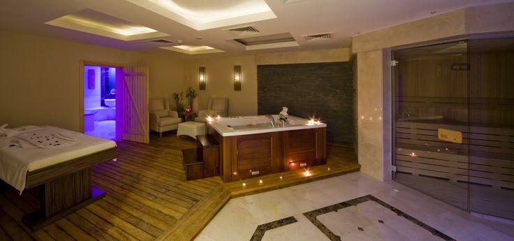Yoğun iş temposundan bunalan misafirleri The Green Park Pendik Hotel & Convention Center'da çok özel terapiler ve dinlendirici aktiviteler bekliyor. Uzman terapistlerin bakımları eşliğinde günlük hayatın tüm stresinden arınacağınız SPA & Wellness Merkezi'nde; açık/kapalı yüzme havuzu, Türk hamamı, sauna, güzellik merkezi, buhar odaları, jakuzi, banyo terapileri, cilt ve vücut bakımları, VIP masaj odaları ve vitamin barı ile sağlık, güzellik ve daha fazla zindelik kazandırıyor.