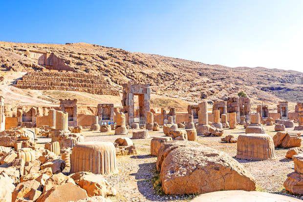Vestiges millénaires de PersépolisFondée par Darius Ier en 518 avant notre ère, Persépolis est un site unique et incontournable de part l'importance et la qualité de ses vestiges monumentaux.