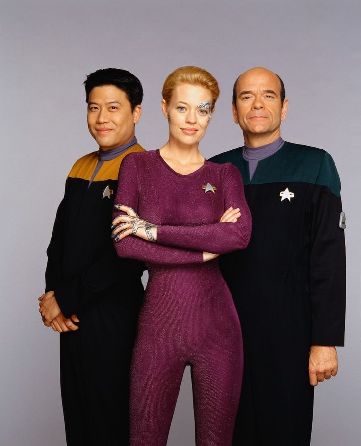 Star Trek Voyager - Ensign Harry Kim (Garrett Wang), Seven of Nine (Jeri Ryan), and the Doctor (Robert Picardo).