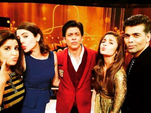Alia Bhatt's selfie with Shahrukh Khan, Anushka Sharma, Karan Johar and Farah Khan.
