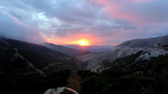 Photo : coucher de soleil sur la sierra de Ronda, Montagnes, Couchers de soleil, Andalousie, Sierras. Toutes les photos de evelyne renoux sur L'Internaute