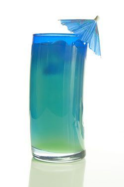 Blue Long Island Iced Tea (1/2 oz Vodka 1/2 oz Tequila 1/2 oz Rum 1/2 oz Gin 1/2 oz Blue Curacao) ©