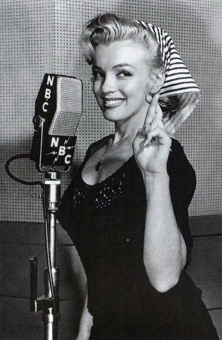 Marilyn MonroeMarilyn Monroe, Normajean, Beautiful, Marilynmonroe, Norma Jeans, Radios, Marylin Monroe, Fingers Crosses, People