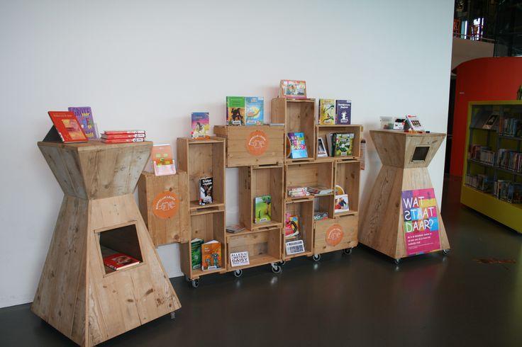 presentatiemeubel in van kinderen museum, met zichtbaar en onzichtbare mogelijkheden. Er moet wat in te ontdekken zijn/verstoppen zijn