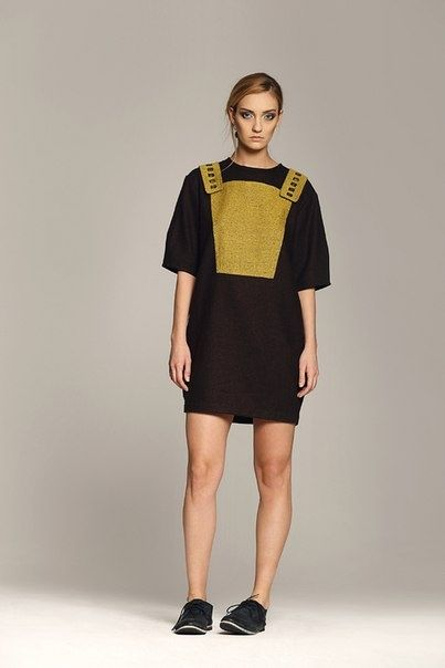Платье Yana Tsvetkova, Туфли Urban Outfitters http://tagbrand.com/pz/1710096
