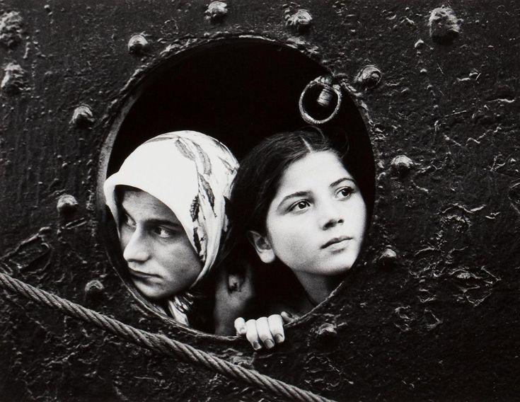 Mary Ellen Mark - Women in Porthole, c.1970.