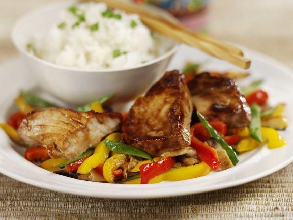 Gebratener Thunfisch mit Paprikagemüse und Reis ist ein Rezept mit frischen Zutaten aus der Kategorie Meerwasserfisch. Probieren Sie dieses und weitere Rezepte von EAT SMARTER!