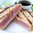 Foto recept: Tonijn in een korst van sesamzaadjes, met zoete sojasaus