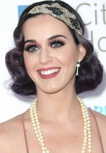 Katy Perry releases her inner flapper with a gorgeous 1920s faux bob and dazzling hair accessory.
