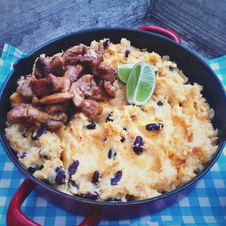 Een lekker maar simpele Mexicaanse stamppot met pittige kip. Deze heerlijke stamppot wordt gemaakt met zoete aardappels en bonen. Recept op Cookingdom via bron