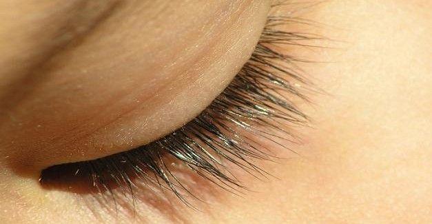 Les cils sont une partie vitale de notre corps étant donné qu'ils n'aident pas seulement à donner une plus jolie apparence à notre visage mais que leur rôle originel est de protéger les yeux des différents infections et déchets qui peuvent y entrer.