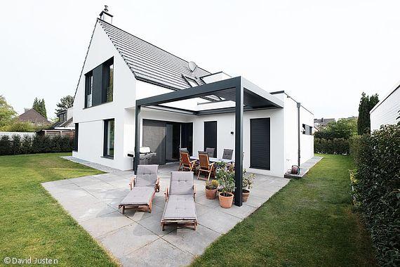 Sattel- meets Lamellendach - Düsseldorf: CUBE Magazin. Das Dach wurde von uns (Driesen Sonnenschutz aus Voerde) geplant und montiert