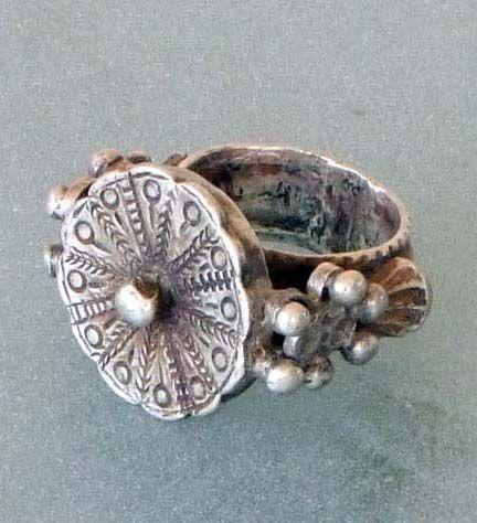 India | Ring; silver | 19/20th century. Karnataka | Price on request