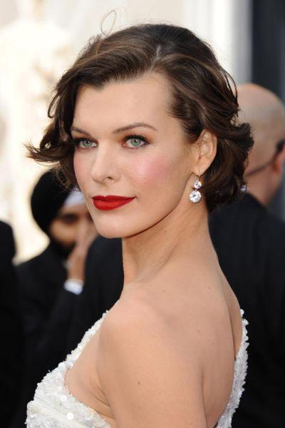 De jurken, de make-up, en vooral, het HAAR! Hollywoods grootste award show is ook een enorme inspiratiebron voor wat je allemaal met je haar kunt doen tijdens je bruiloft. We laten je een aantal haarstijlen zien die je wellicht op … Verder lezen →