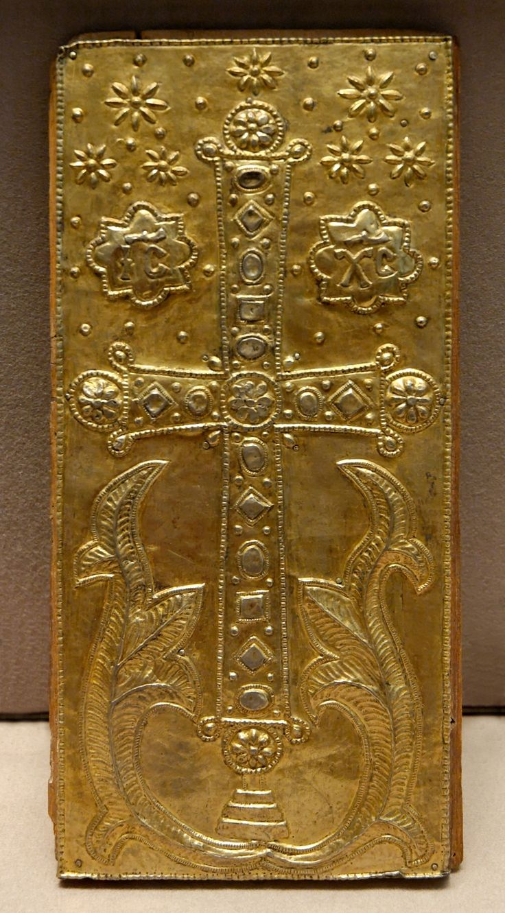 Sliding lid with the cross, from the treasury of the Sainte-Chapelle in Paris. Gilded silver, wax and paint, Byzantium, 12th century.