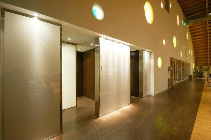 25 beste idee n over kleedkamer ontwerp op pinterest kleedkamer kast en garderobe ontwerp - Kleedkamer suite badkamer kleedkamer ...