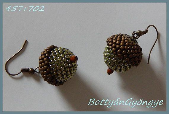Small  autumn  acorn beaded bead earrings by BottyanGyongye