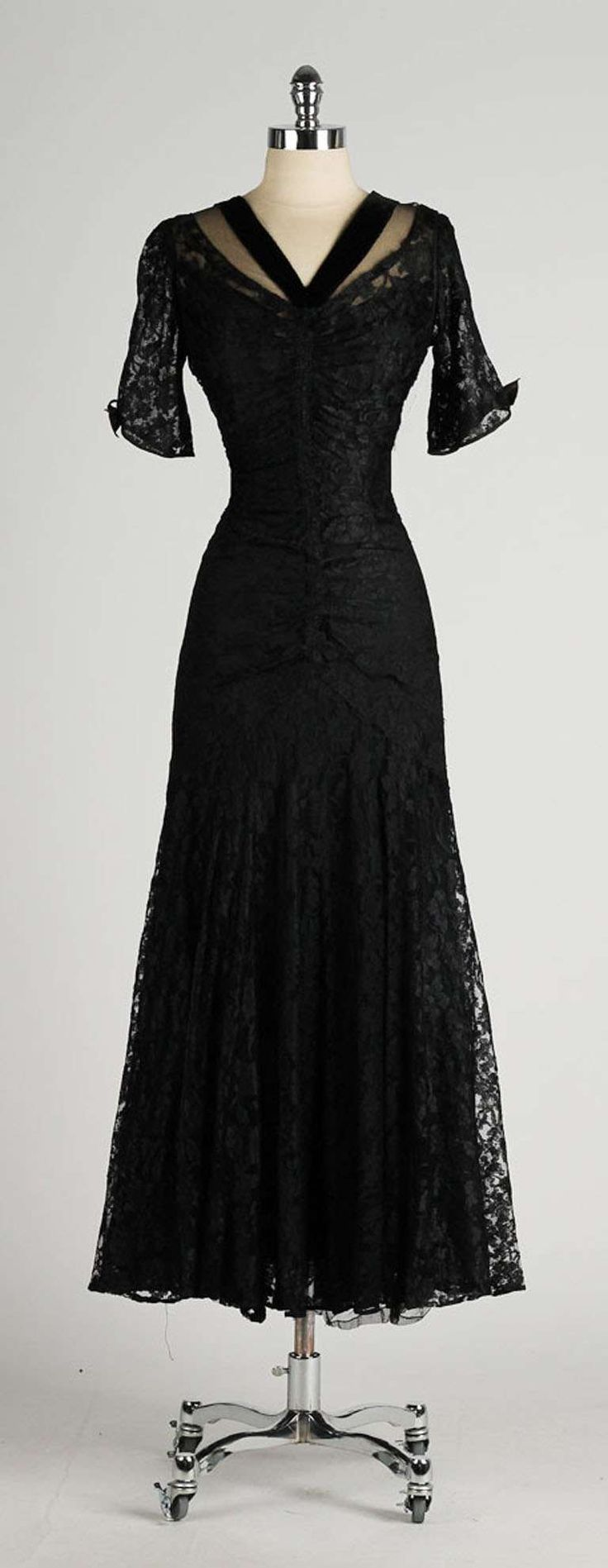 Black dress vintage - Vintage 1940 S Black Chantilly Lace Illusion Bodice Dress