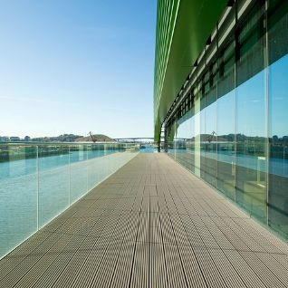 With the RELAZZO WPC decking system from REHAU, you can design your personal free space just the way you like it.   Whether modern and linear or timelessly elegant - RELAZZO is the perfect way to express individuality and lifestyle.