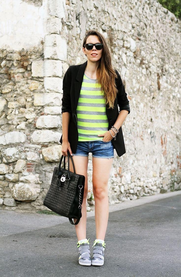#fashion #fashionista Irene nero giallo grigio jeans Irene's Closet - Fashion blogger outfit e streetstyle: Serafini sneakers con la zeppa e dettagli chic