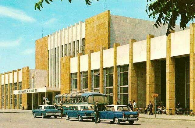 Ο Σιδηροδρομικός Σταθμός στη Θεσσαλονίκη και η πιάτσα των ταξί, τέλη της δεκαετίας του '60.