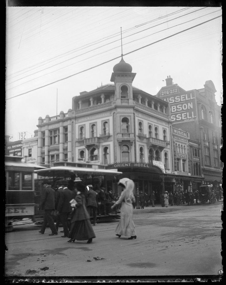 Orient Hotel, corner of Bourke and Swanston Streets, Melbourne, c1910. The hotel…