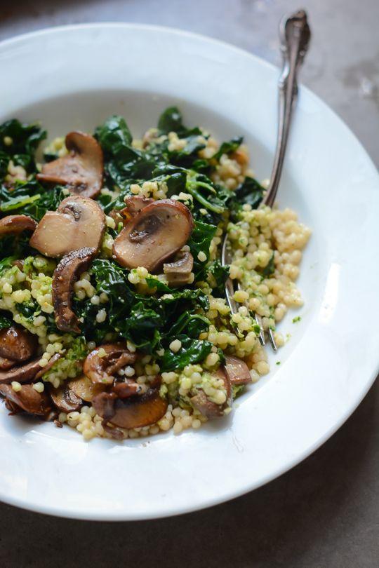 Super vegan bowl with parsley cashew pesto - www.scalingbackblog.com