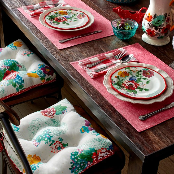 Love the new Pioneer Woman linens. So cheery!