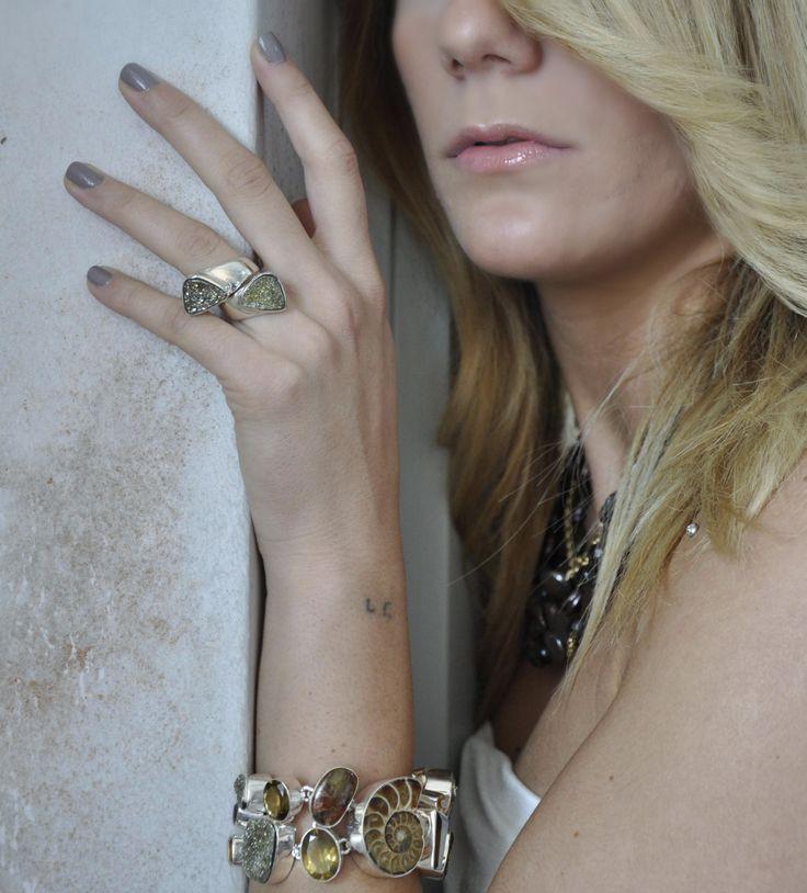 anello e bracciale in argento e pietre dure