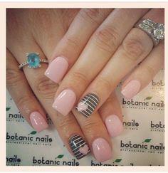 diseño-de-uñas-cortas-tonos-pasteles-rosa-gris-corazones-pequeños-elegante