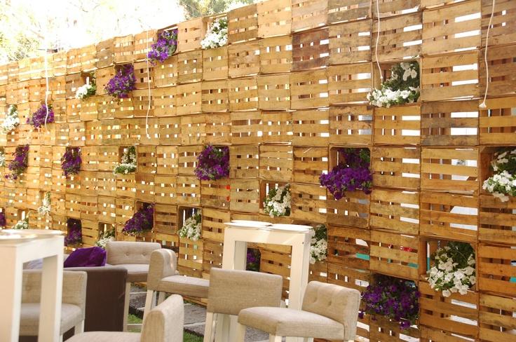 Celosia con huacales edu pinterest mesas for Celosia de madera para jardin