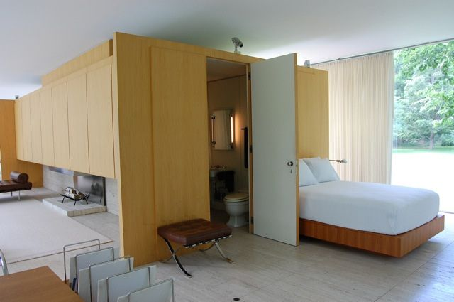 Farnsworth House interior bedroom: wood and travertine, big windows