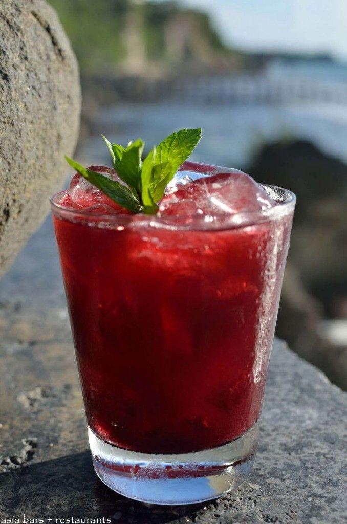 Spa On The Rock- Vodka, Blackcurrant Liqueur, Blueberry, Cranberry Juice- @ Rock Bar- Ayana Resort, Bali