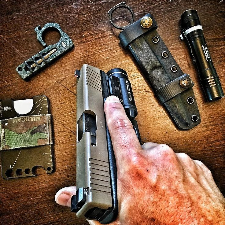 As these temps start to cool off my Glock 17 with TLR-1 starts to make it into the rotation a bit more.  #WiseMen #2a #edc #edcgear #everydaycarry #gunlife #glock #wisecrack #pocketdump #igmilitia #pewpew #gear #comeandtakeit #freedom #prepper #knivesdaily #pockettools #multitool #guns #dtom #survival #prepared #gunsofig #gunaddict #igshooters #gunvids #America
