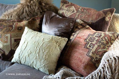 Parvani | Vintage carpet kussens, kussens stof Misu, zijden kussen.