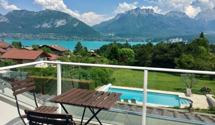 Terrasse Avec Vue A Couper Le Souffle Sur Le Lac D Annecy Sevrier Balcon Montagne Exterior Location Rental Locations Vacances Annecy Belle Villa