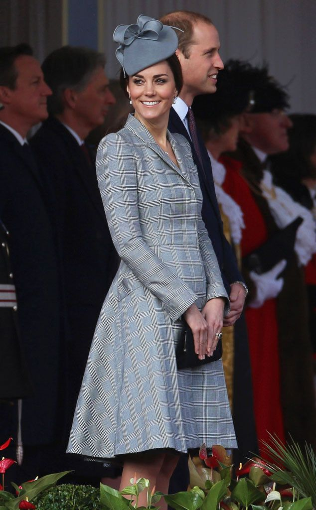 Kate Middleton (and her tiny baby bump) step out for the first time since her pregnancy news!