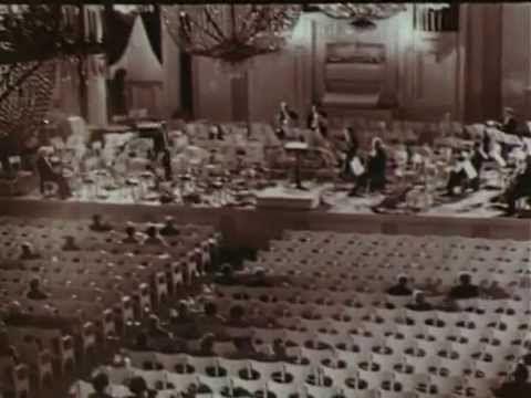 Неизвестная Война. Фильм 3. Блокада Ленинграда Гитлер предсказывал: «При первом же ударе русская армия потерпит еще большее поражение, чем армия Франции». Ленинграду суждено было стать первым крупным городом, захваченным гитлеровцами. «Город должен быть стерт с лица земли!» -- объявил фюрер. И 6 сентября начались воздушные налеты на Ленинград. Через два дня -- 8 сентября -- на город было сброшено более 600 000 зажигательных бомб....