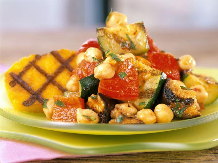 Kichererbsen-Gemüse mit Polenta | Zeit: 30 Min. | http://eatsmarter.de/rezepte/kichererbsen-gemuese-mit-polenta