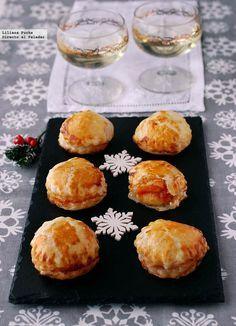 Bocaditos de brie con mermelada de tomate. Receta de aperitivo de Navidad http://www.directoalpaladar.com/recetas-de-aperitivos/bocaditos-de-brie-con-mermelada-de-tomate-receta-de-aperitivo-de-navidad